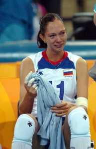 Ekaterina Gamova gråt etter finaletapet mot Kina i OL i 2004. Nå kan et norsk trenerpar stoppe hennes mange triumfer i Champions League.