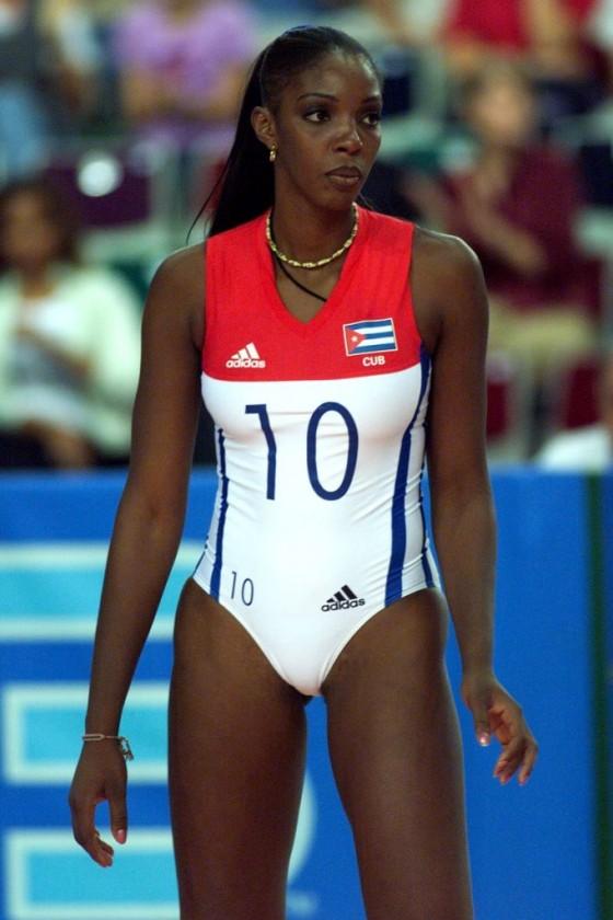 Regla Torres tok 3 OL-gull med Cuba i 1992, 1996 og 2000. Antrekket var litt annerledes enn det vi normalt ser i dag.