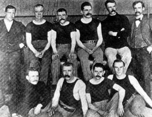 Lange bukser og formell klesstil preget volleyball på 20-tallet. Trange lærstøvler var heller ikke spesielt praktiske å bevege seg i.