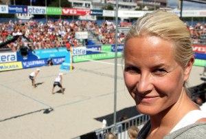 Kronprinsesse Mette-Marit var på tribunen når EM i sandvolleyball ble avviklet i Kristiansand i 2011.
