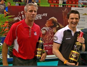 Karch Kiraly (USA ) og Giovanni Guidetti (Tyskland) med drikkeflaskene