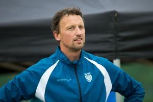 Jostein Olimstad fra Vegårshei trener landets ypperste talenter i sandvolleyball. Sannsynligvis vil de som kjenner han krysse av på mange av de 35 punktene på lista.