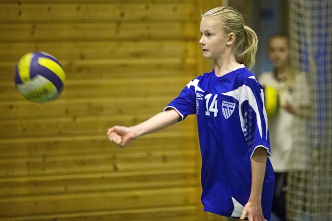 Thea Sannes Sweder (f.98) slår underarmserve i 2010. I dag er hun i landslagstroppen i U18.