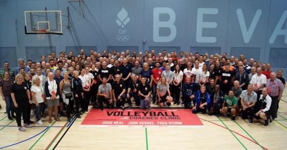 Overveldende oppmøte på Volleyball Coaches Clinic i København.
